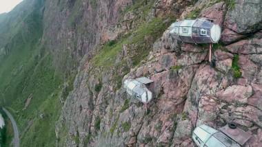 """400 Feet yükseklikte milyonlarca yildizli bir konaklama """"Skylodge"""""""